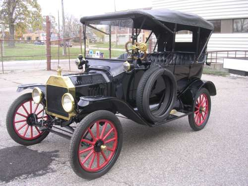 1915 Ford Model T Touring Car